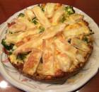Hartige taart sperziebonen broccoli zalm en brie