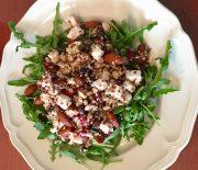 Quinoa Bulgur lunchsalade met amandelen dadel en feta